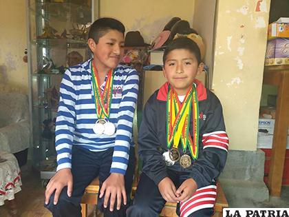 Misael Quisbert y Andrés Vargas, representaron a Bolivia en concurso de Robótica en Tailandia, el año pasado /LA PATRIA