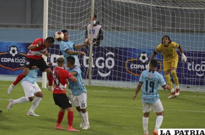 Aurora y Nacional Potosí terminaron empatando 0-0 en Cochabamba /APG