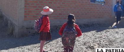 Este bono implica 500 a 700 bolivianos más en el salario de los maestros /IMAGEN REFERENCIAL