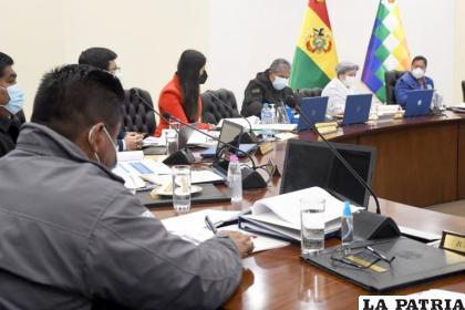 El Presidente Luis Arce durante una reunión previa al Decreto Supremo /TWITTER