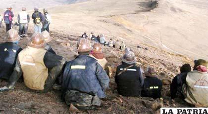 El avasallamiento de minas es un factor que afecta a la baja del Estado de derecho en Bolivia, según estableció la Fundación Milenio