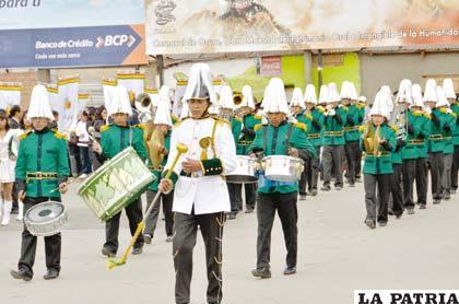 Elegancia y sonoridad en la presentación de la banda de la Unidad Educatica Ejército Nacional
