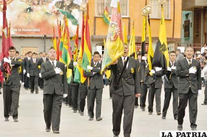 Estudiantes de la Unidad Escolar Ignacio León entonan una marcha patriótica