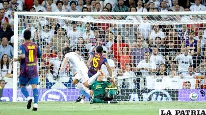 Özil anotó el primer gol del encuentro a favor de Real Madrid
