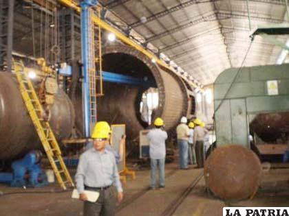 Parte del enorme horno Ausmelt que llegará a Vinto Oruro en 25 días