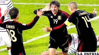 Jugadores de México, celebran la conquista