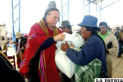 Vice embajador de Alemania en Bolivia, Andreac C. Schröder, entregó donaciones a familias damnificadas