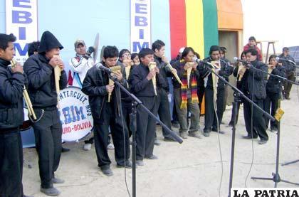 Estudiantes de la EBIM interpretaron temas musicales en el acto de inauguración de su futura escuela