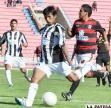 Miguel Llusco domina el balón