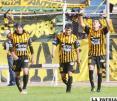 Atigrados celebran la goleada a La Paz FC