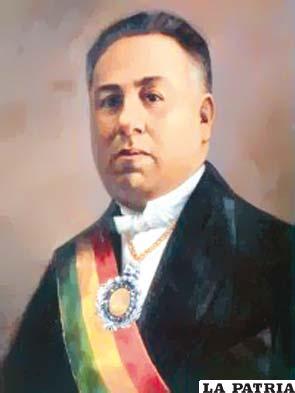 30. FELIPE SEGUNDO GUZMÁN  Nació el 27 de enero de 1879 en La Paz y murió el 16 de junio de 1932, en la misma. Llegó a ser Presidente interino designado por el Congreso el 3 de septiembre de 1925 y transmitió el mando el 10 de enero de 1926. Durante su gobierno se dedicó a tratar de solucionar los problemas en el área de educación: fundó el Lloyd Aéreo Boliviano (LAB); convocó a elecciones generales tras la anulación del proceso electoral de 1925, fue uno de los impulsores para la creación de escuelas y normales para mejorar la calidad de cultura y perfeccionamiento de los maestros, ocupándose de la castellanización de aymaras y quechuas.