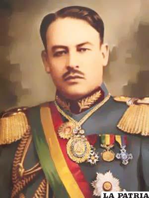 32. CARLOS BLANCO GALINDO Nació en Cochabamba el 12 de marzo de 1882 y murió en la misma ciudad el 2 de octubre de 1943. Su gestión presidencial de facto inició el 28 de junio de 1930 y concluyó el 5 de marzo de 1931. Convocó a un plebiscito y reestructuró la Constitución a través de las modificaciones, convocó a nuevas elecciones y llevó adelante la reforma universitaria que condujo a la conquista de la autonomía. Entregó el mando al ganador de las elecciones de 1931 y se dedicó a escribir libros como la Historia Militar de Boliviay Cartas del Mariscal Sucre al general Galindo.