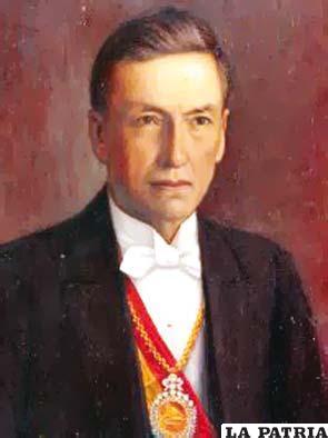 33. DANIEL SALAMANCA UREY  Nació en Cochabamba el 8 de julio de 1868 y falleció el 17 de julio de 1935 en su ciudad de origen. Ocupó la Presidencia desde el 5 de marzo de 1931 al 1 de diciembre de 1934 Su gestión es considerada como una de las más funestas debido a su ego y la supervaloración que hacía de su inteligencia, lo cual provocó la Guerra del Chaco; reorganizó las finanzas nacionales para la mejor atención de las necesidades de la guerra con Paraguay, se dio la aprobación de una ley que implantaba en Bolivia el divorcio absoluto.