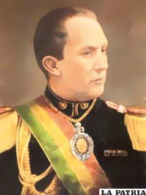 35. DAVID TORO RUILOVA  Nació el 24 de junio de 1898 en Sucre y murió el 25 de julio de 1977 en Santiago de Chile. Fue presidente desde el 22 de mayo de 1936, concluyó su mandato el 13 de julio de 1937, al ser derrocado por un golpe de Estado. En su gobierno se declaró la caducidad de las concesiones petrolíferas a la Standard Oil & Co.; se creó Yacimientos Petrolíferos Fiscales Bolivianos (YPFB), el Ministerio de Trabajo y Previsión Social, el Banco Minero de Bolivia y la Escuela Nacional de Policías; no hizo nada para remediar los conflictos del país; recibió ofertas de Patiño-Hochschild para salvar la situación del país dando en concesión 300.000 hectáreas.
