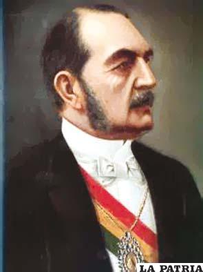 22. ANICETO ARCE RUIZ  Nació el 17 de abril de 1824 en Tarija y perdió la vida el 14 de agosto de 1906 en su finca Tirispaya, en cercanías de la ciudad de Sucre. Fue presidente desde el 15 de agosto 1888 de forma constitucional y trasmitió el mando el 11 de agosto 1892. En su gobierno se construyó el primer ferrocarril en 1892 uniendo Oruro-Uyuni hasta la frontera con Chile, es decir hasta Antofagasta; se abrió el camino carretero Cochabamba-Sucre; se crearon los bancos Hipotecario Nacional y de Crédito Hipotecario de Bolivia y se promulgó la primera Ley de Bancos, fundó el Colegio Militar. Bolivia enfrentó una invasión Paraguaya en Puerto Pacheco.