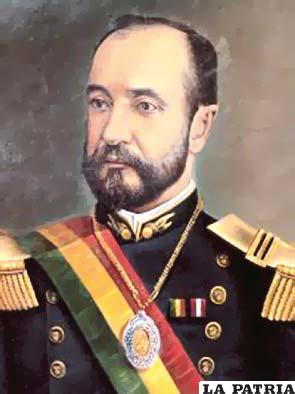25. JOSÉ MANUEL PANDO SOLARES  Nació en Luribay, La Paz, el 27 de diciembre de 1848 y fue asesinado en El Kenko de La Paz, el 17 de junio de 1917. Asumió el mando el 25 de octubre 1899 por decisión del Congreso hasta el 14 de agosto de 1904 cuando trasmitió el poder. El nuevo gobierno se instaló en La Paz, convirtiendo a esta ciudad en la sede del Poder Ejecutivo; se decidió por votación que se continuaría con el régimen unitario y no con un gobierno federal; se realizó el primer censo nacional del siglo XX, que certificó que Bolivia contaba con 1.725.271 habitantes; se instaló una línea telegráfica entre Cochabamba y Santa Cruz y, se construyó el ferrocarril Guaqui-La Paz.