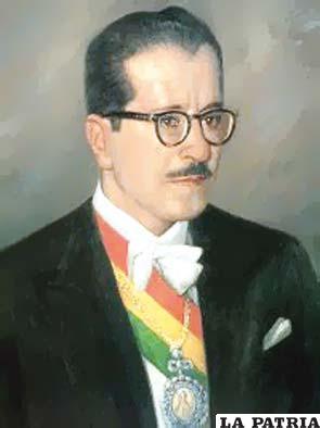 46. HERNÁN SILES ZUAZO  Nació en La Paz el 19 de marzo de 1913 y murió el 6 de agosto de 1996, en Montevideo, Uruguay. Asumió en dos oportunidades el poder, la primera del 6 de agosto de 1956 al 6 de agosto de 1960; la segunda del 10 de octubre de 1982 al 6 de agosto de 1985.  Debido al desajuste social y económico promulgó el decreto de estabilización monetaria que tuvo éxito. A pesar de la disconformidad de los mineros; se aprobaron los códigos de seguridad social y de cooperativas; en su segundo mandato se inauguraron el aeropuerto de Viru Viru y el tramo carretero Chimoré-Yapacaní. Fue una de las figuras que recuperó la democracia y que más respeto tuvo por los derechos humanos.
