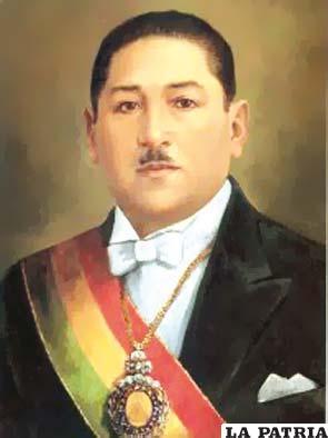 38. ENRIQUE PEÑARANDA DEL CASTILLO  Nació en Chuchulaya, La Paz, el 15 de noviembre de 1892 y murió el 22 de diciembre de 1969 en Madrid, España. Asumió la Presidencia el 15 de abril de 1940, al 20 de diciembre de 1943 cuando fue derrocado.  En su gobierno se inauguró el tramo del ferrocarril Sucre-Potosí; ocurrió la masacre de Catavi el 21 de diciembre de 1942, provocando la muerte de muchas personas y, mujeres y niños heridos, la causa fue la marcha de los mineros, quienes pedían un aumento salarial, como el Gobierno no aceptó esta demanda, se produjo un enfrentamiento con la fuerza policial que tenía orden de reprimir.