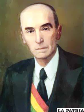 40. NÉSTOR GUILLÉN OLMOS Nació en La Paz el 28 de enero de 1890 y murió en 1966. Asumió el cargo tras una revuelta popular el 21 de julio de 1946, hasta el 17 de agosto de 1946, al realizar la transmisión de mando. Fue diputado por Carangas-Oruro, entre 1924 y 1927, se desempeñó como oficial mayor de la Alcaldía paceña y fue designado como vocal de la Corte Suprema de Justicia, en 1937 fue vocal de la Corte Superior del Distrito de La Paz lo que le permitió ser parte de la Junta de Gobierno que derrocó a Gualberto Villarroel el año 1946, siendo elegido como presidente interino por 27 días, hasta que asumió como Primer Mandatario de la República, Tomás Monje, al ser designado en este cargo por los autores del levantamiento.