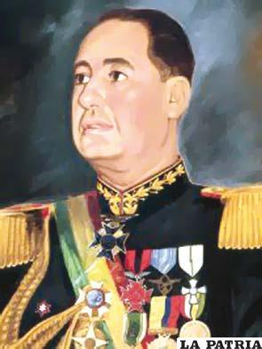 44. HUGO BALLIVIÁN ROJAS  Nació en La Paz el 7 de junio de 1901 y murió el 15 de julio de 1993 en su ciudad de origen. Asumió el cargo de Presidente tras un golpe de Estado, fue designado el 16 de mayo de 1951 por la Junta Militar aunque nunca se supo el porqué. Presidió el país, hasta el 11 de abril de 1952 cuando fue derrocado. Inició su gobierno declarando estado de sitio en todo el territorio; anuló las elecciones de 1951, las que había ganado Víctor Paz Estenssoro y se dedicó a la persecución de la militancia movimientista. Ante la conspiración de los militantes del MNR y el Cuerpo Nacional de Carabineros, quienes lo derrocaron, pidió asilo al Perú.