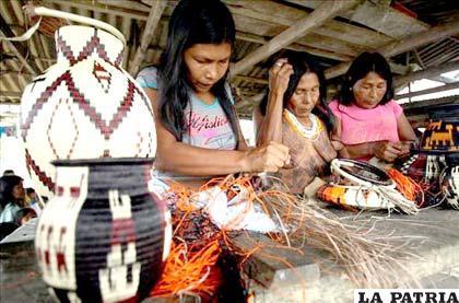 Artesanas catapultan a las indgenas colombianas como cabezas de