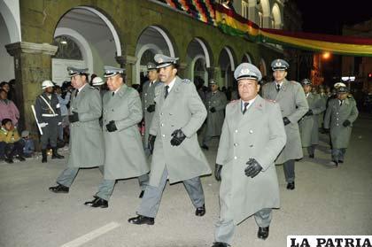 Gallardía y civismo de los jefes militares en el homenaje a la efeméride Patria