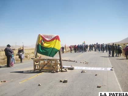 Contundente bloqueo en Khasa Huasa y Jiquilla