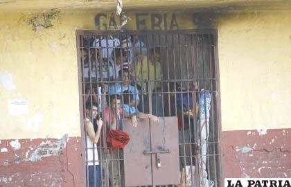 Ley de Indulto busca paliar el hacinamiento en penales chilenos (Foto diario.latercera.com)