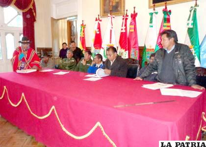 Reunión que se realizó en la Gobernación