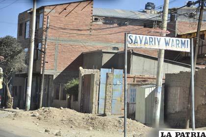 En diferentes sectores existen escombros y material de construcción que por meses permanecen en vía pública