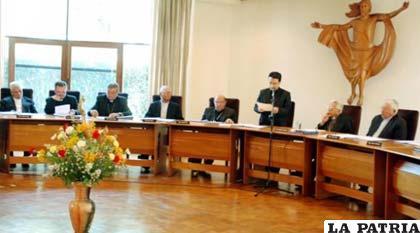 Conferencia Episcopal Boliviana en reunión presidida por el Cardenal Julio Terrazas /lostiempos.com