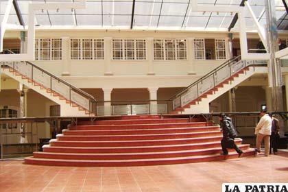 El hall de la Gobernación, sin actividad alguna
