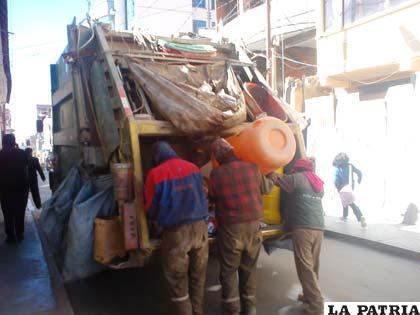 Trabajadores de EMAO volvieron a limpiar la ciudad