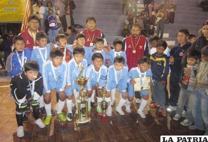 La selección de Oruro que logró el título en la gestión 2011