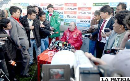 Xavier Azkargorta durante la conferencia de prensa (foto: APG)