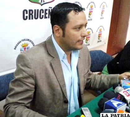 Luis Felipe Dorado, asegura que no dejar a la prensa ingresar a plaza Murillo es un acto característico de gobiernos dictatoriales /eldiario.net