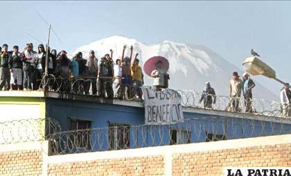 Reos suspenden motín en una cárcel  de Perú /noticias.lajornada.ca