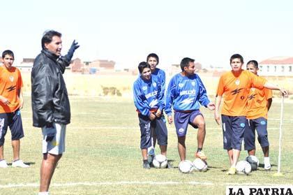 Ferrufino dirige el entrenamiento de San José