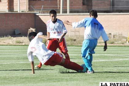 Oruro se acordó tardíamente de ganar, venció a Chuquisaca 3-1