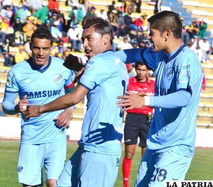 Jugadores de Bolívar con el ánimo de seguir sumando