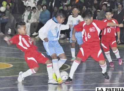 Una acción del partido en el cual Tarija fue superior a la selección de Oruro