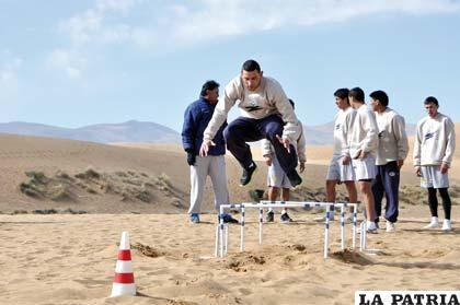 El entrenamiento de los jugadores de San José en la arena fue bastante exigente