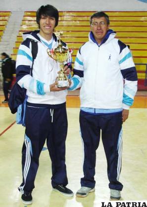 Freddy Vidal (derecha)