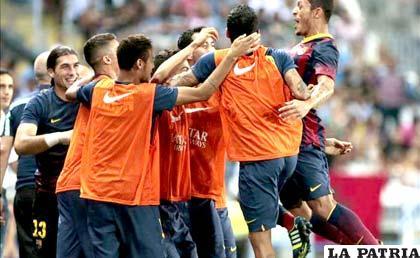Adriano Correia celebra el gol que convirtió para Barcelona