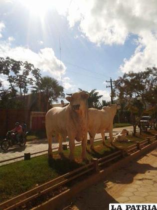La ganadería beniana reflejada en un ornamento en la principal avenida de Trinidad