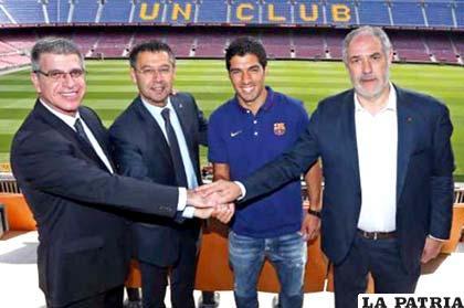 La presentación de Suárez, Barcelona podrá fichar hasta el 31 de agosto y no más