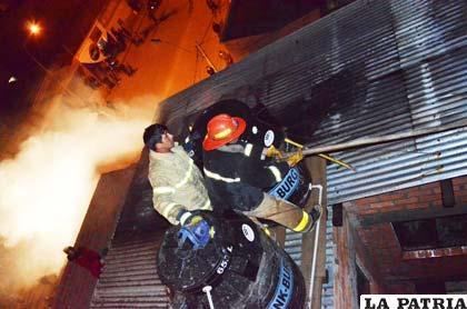 Los bomberos tuvieron una labor difícil