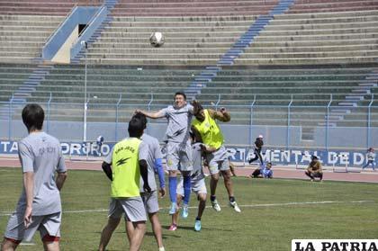 """Los """"santos"""" ayer entrenaron en el estadio """"Bermúdez"""""""