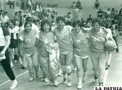 Campeonas con la selección de Oruro en maxibásquet