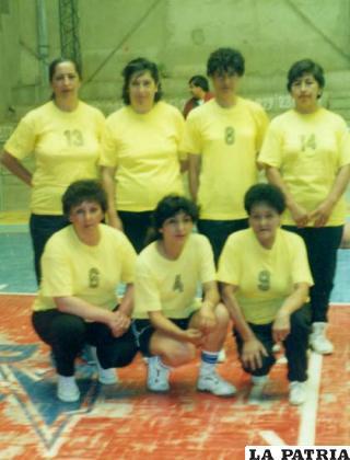 En su participación en los torneos de maxibásquet, Saavedra con la casaca 6